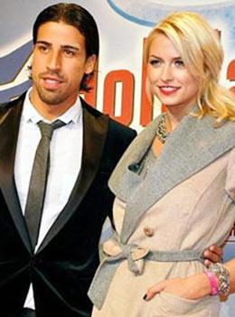 صور فاضحة لسامي خضيرة وزوجته في الصحف الأسبانية