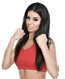 ملكة جمال أمريكا تستعد لدخول عالم المصارعة