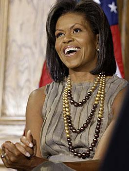 """أوباما يستعين بـ """"كاريزما"""" زوجته"""