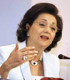 سوزان مبارك.. مؤلفة أغاني