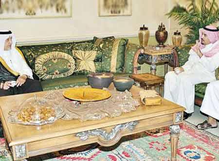 خالد الفيصل يقدم واجب العزاء للشهري