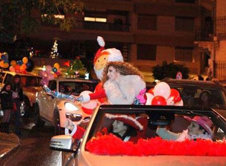 ميريام فارس تتجول في بيروت بملابس بابا نويل