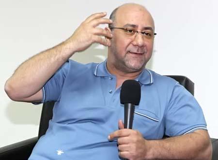 الشاعر الغنائي بهاء الدين محمد يكشف حقيقة خلافاته مع عمرو دياب بسبب دينا الشربيني
