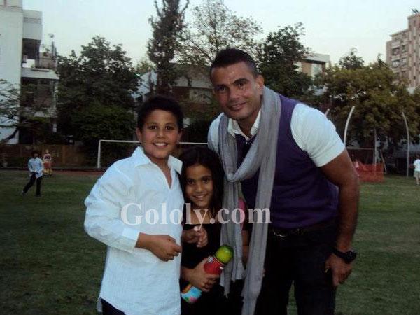 عمرو دياب يحتفل بعيد ابنيه التوأم.. شاهد فيديو نادر من ...
