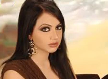الفنانة الكويتية هند البلوشي عن صورتها مع عمرو دياب ودينا الشربيني: كشفت المستور