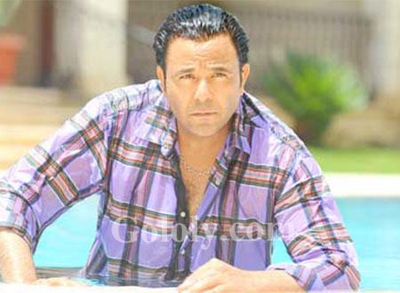محمد فؤاد يؤجل جولته الفنية الخارجية