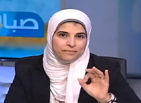 نشوى الحوفي تدافع عن الدستور