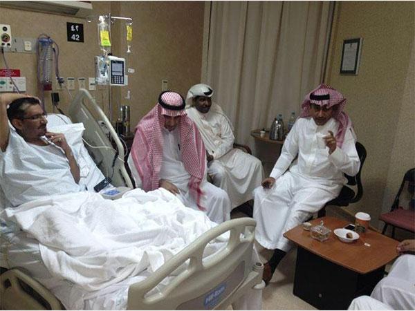 جولولي ناصر القصبي يزور السدحان في المستشفى وينهي خلافهما شاهد
