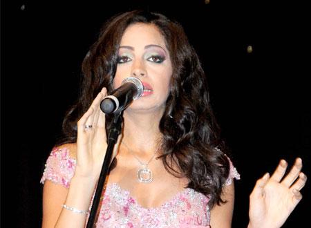 آمال ماهر تغني في حفل «صناع الحياة»