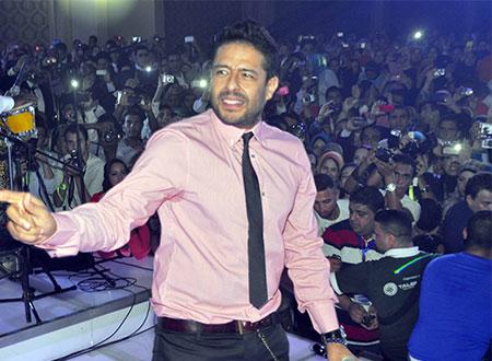 محمد حماقي يصور «نفسي ابقي جنبه» في أبوظبي