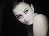 ايشواريا راي مذهلة في نوبات من «السحر الأسود» في حفل لوريال باريس..صور