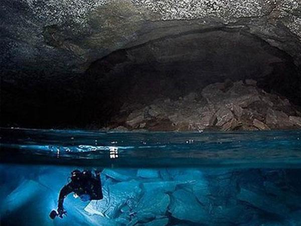 صور..أكبر كهف تحت الماء بحجم دولة «البحرين»!!