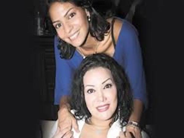 ليلى غفران وابنتها