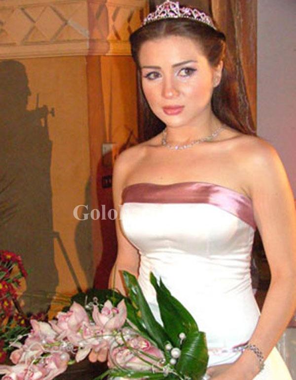 جولولي نجمات إرتدين فستان الزفاف على الشاشة بدلا من