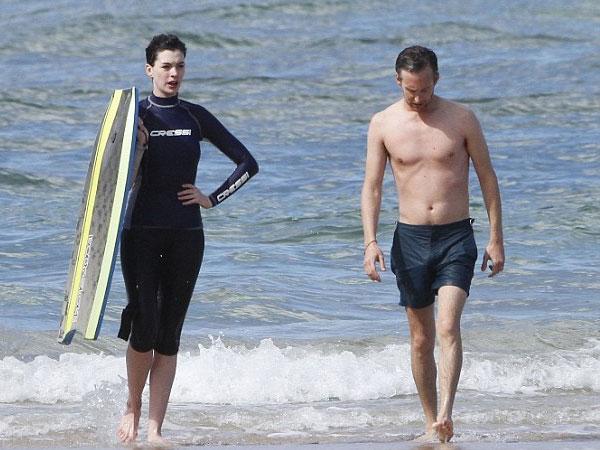 بالصور إنقاذ هاثاواي الغرق جلسة حميمة زوجها الشاطئ 2014-01-11_00435.jpg