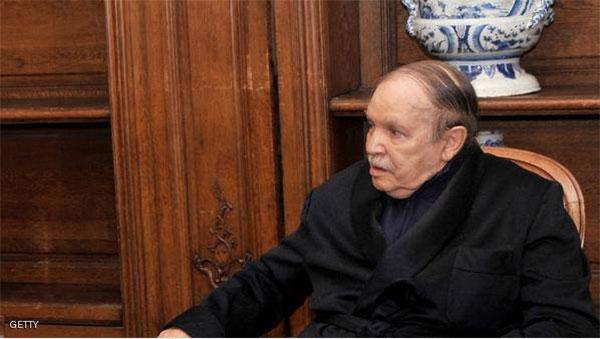عبدالعزيز بوتفليقة بالروب