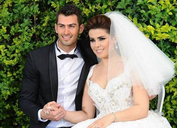 بالصور أماني السويسي ترتدي فستان الزفاف 2014-05-03_00343.jpg