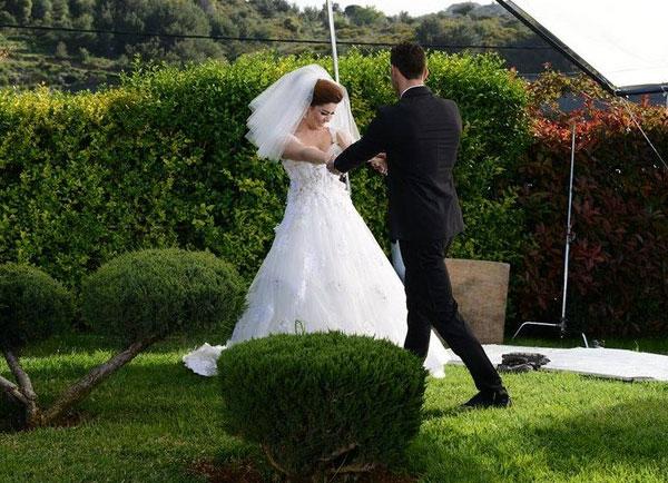 بالصور أماني السويسي ترتدي فستان الزفاف 2014-05-03_00346.jpg