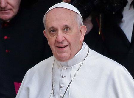 فرانسيس الأول يترأس حفل زفاف جماعي للمرة الأولى
