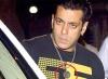 سلمان خان يرتدي قلادة «أية الكُرسي» مع بدء شهر رمضان.. شاهد