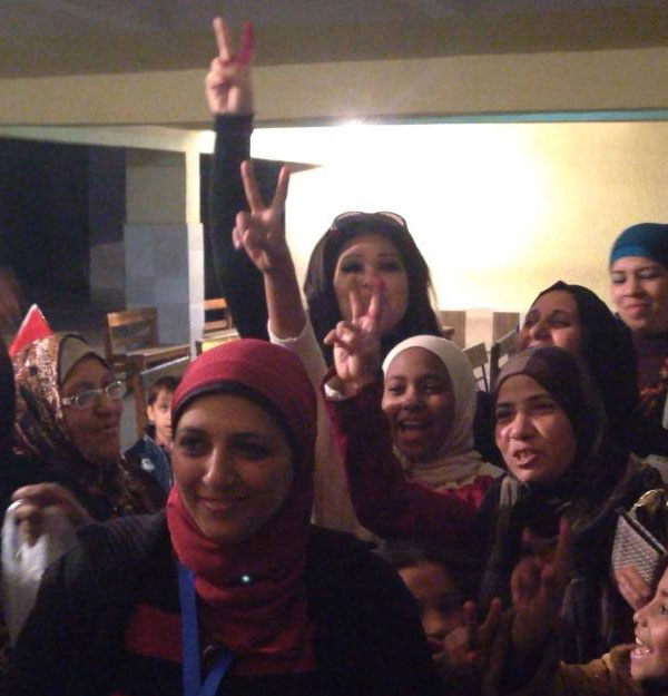 فنانون يصوتون على الدستور - فيفي عبده