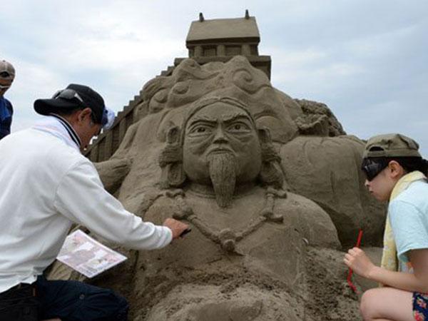 معرض ياباني لتحف من الرمال 2014-07-14_00086