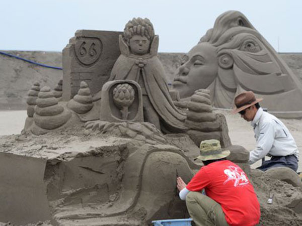 معرض ياباني لتحف من الرمال 2014-07-14_00089