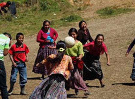 فريق «حلم» يقيم أولى فعالياته بمعسكر للأطفال