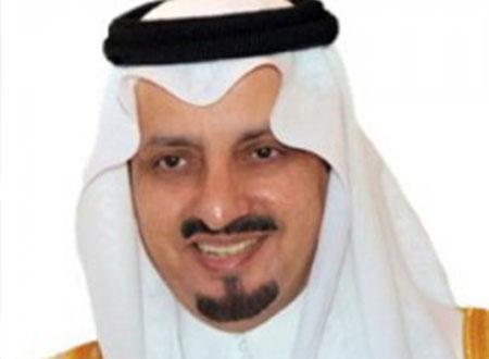 أمير عسير يؤدّي صلاة العيد ويستقبل المهنئين