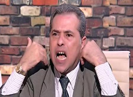 توفيق عكاشة يحمل كفنه على الهواء.. فيديو