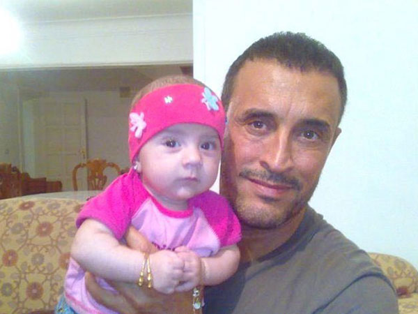 صور كاظم الساهر مع حفيدتيه وابنه وسام 2015