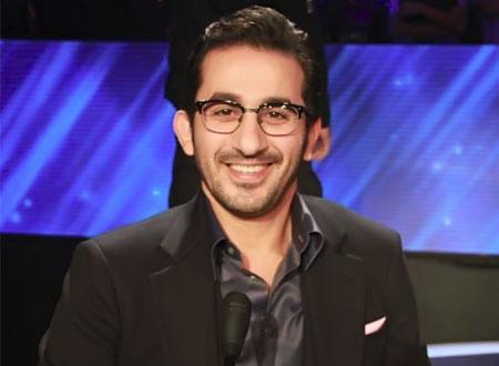 أول صورة لأحمد حلمي بعد عودته للقاهرة.. شاهد