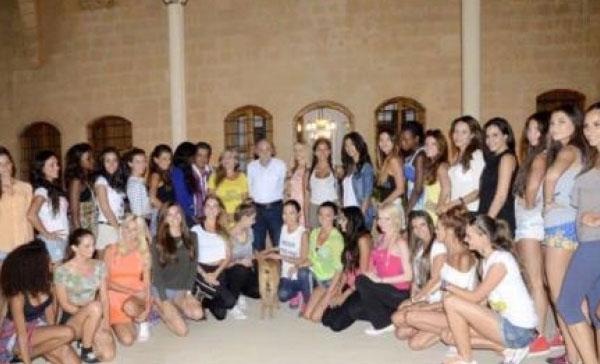 وليد جنبلاط مع جميلات لبنان