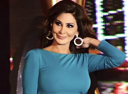 إليسا تظهر في Arab Idol بفستان مكرر وتخطف قبلة من وائل كفوري.. صور