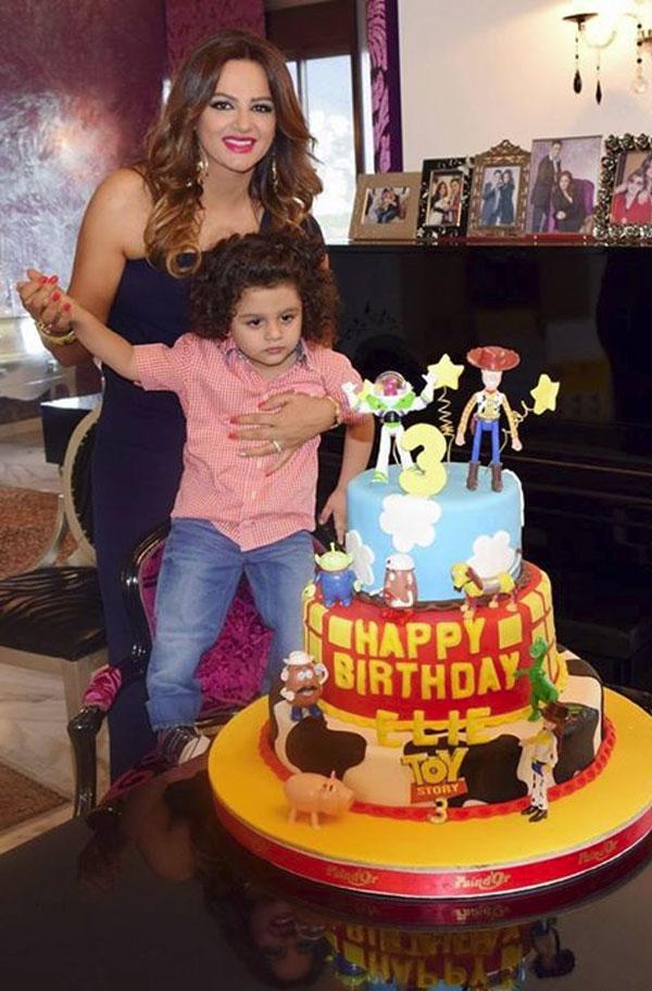 أحمر الشفاه يحول باسكال مشعلاني إلى عروس في حفل عيد ميلاد ابنها