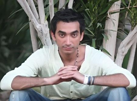 نادر حمدي يحتفل بعيد ميلاد والدته الفنانة.. صورة