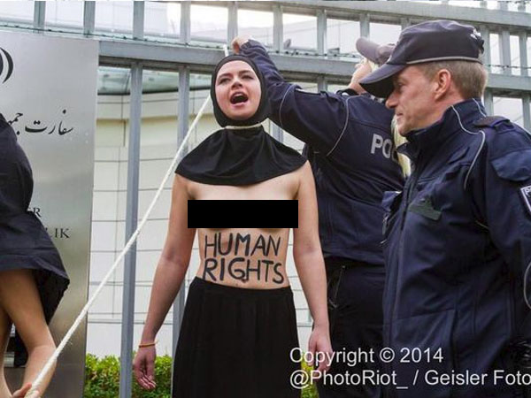 تلفزيون نابلس متظاهرات فيمن يتعرين أمام السفارة الإيرانية احتجاج ا على إعدام ريحانة جباري صور