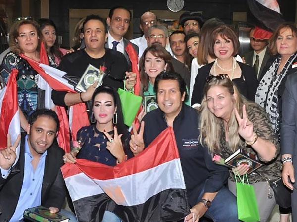 هاني رمزي  و محمد هنيدي - نهال عنبر - عرو مصطفى - سمية الخشاب