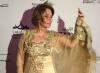 بوسي تتألق بالعباية العربية في أبو ظبي السينمائي
