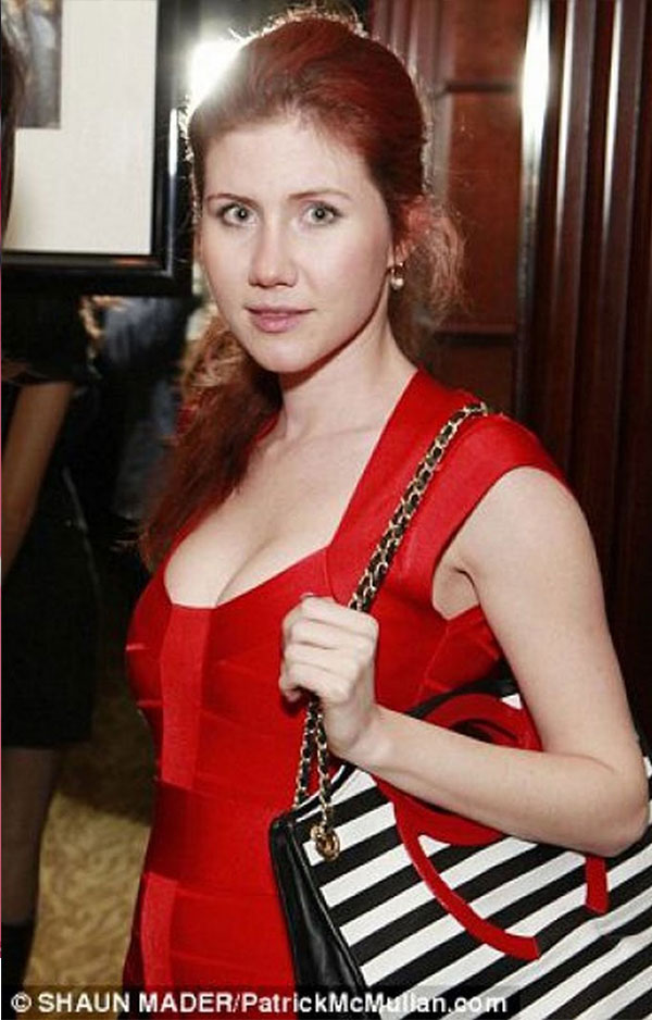 تعرف على دور الحسناء آنا تشابمان لإغراء إدوارد سنودن