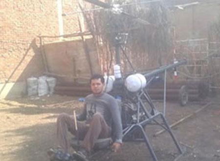 بالفيديو.. شاب مصرى يخترع طائرة هليكوبتر من الحديد الخردة