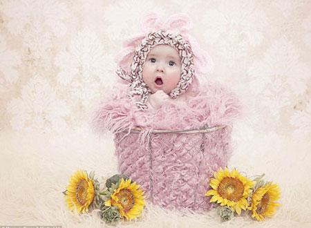 بالصور.. فوتوغرافية تتخصص فى تصوير الأطفال حديثى الولادة