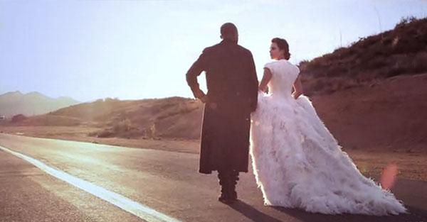 بالصور كارداشيان تجري بروفة ليلة الزفاف حبيبها 2014-03-23_00033.jpg