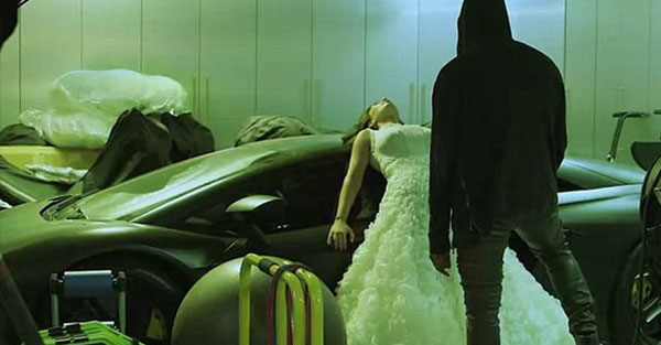 بالصور كارداشيان تجري بروفة ليلة الزفاف حبيبها 2014-03-23_00040.jpg