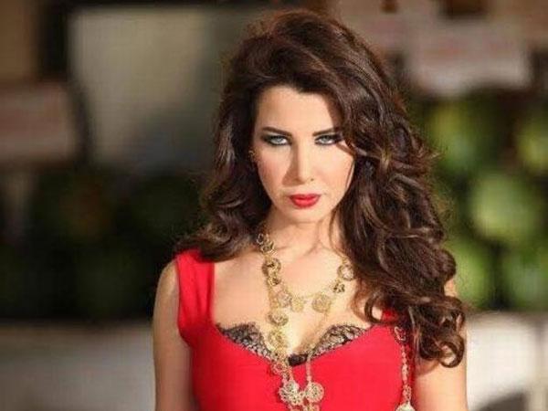 بالصور طفلة تتقمص نانسي عجرم ملكة البطيخ 2014-04-10_00225.jpg