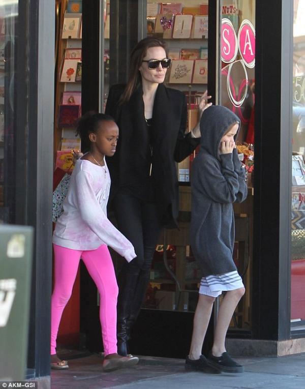 جولولي | أنجلينا جولي مهددة بالحرمان من ابنتها.. صور