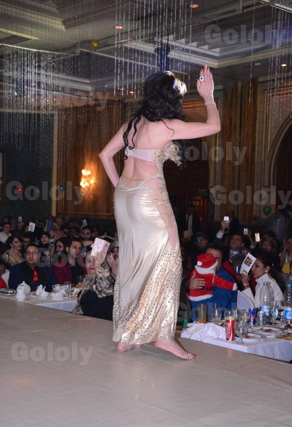 44d1f440f7522 مصطفى كامل في حفل راس السنة 2015 - و دينا