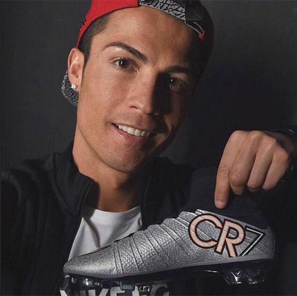 استعداداً للكلاسيكو.. شركة أمريكية تصمم حذاء تقني لكريستيانو رونالدو