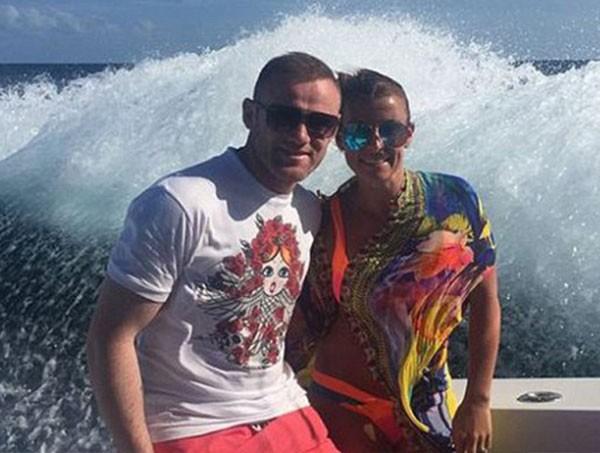 واين روني وزوجته في عرض البحر