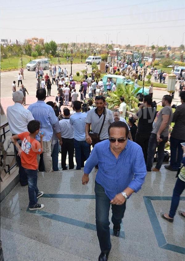 جولولي   لماذا طلب أحمد السقا من الصحفيات مغادرة المسجد في جنازة نور الشريف؟